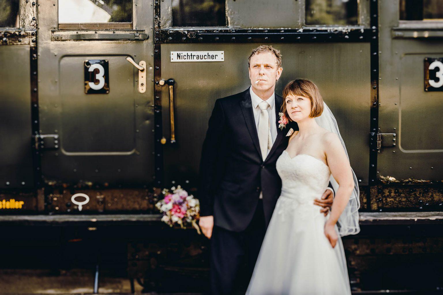 Hochzeitsportrait im Eisenbahndepot