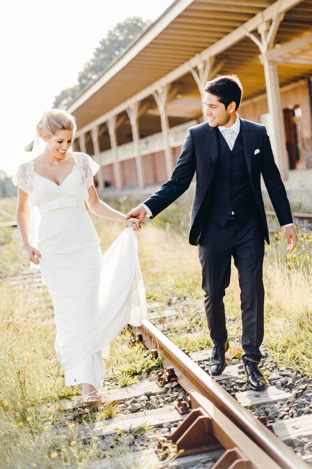 Hochzeitsportrait auf Bahngleisen