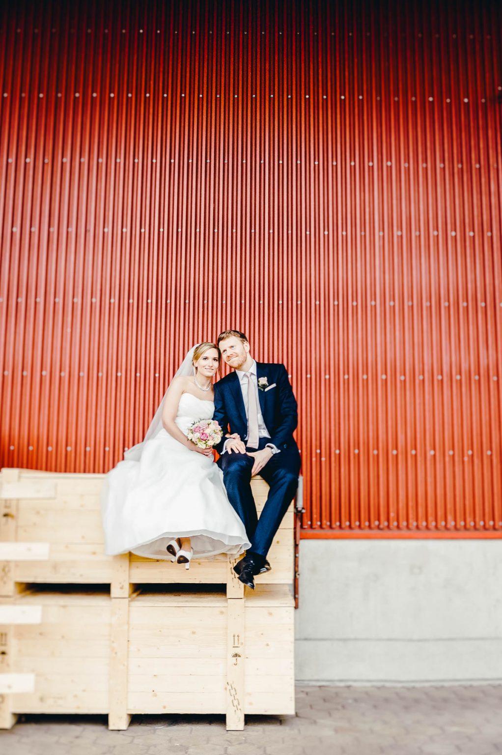 Hochzeitsportrait vor Halle