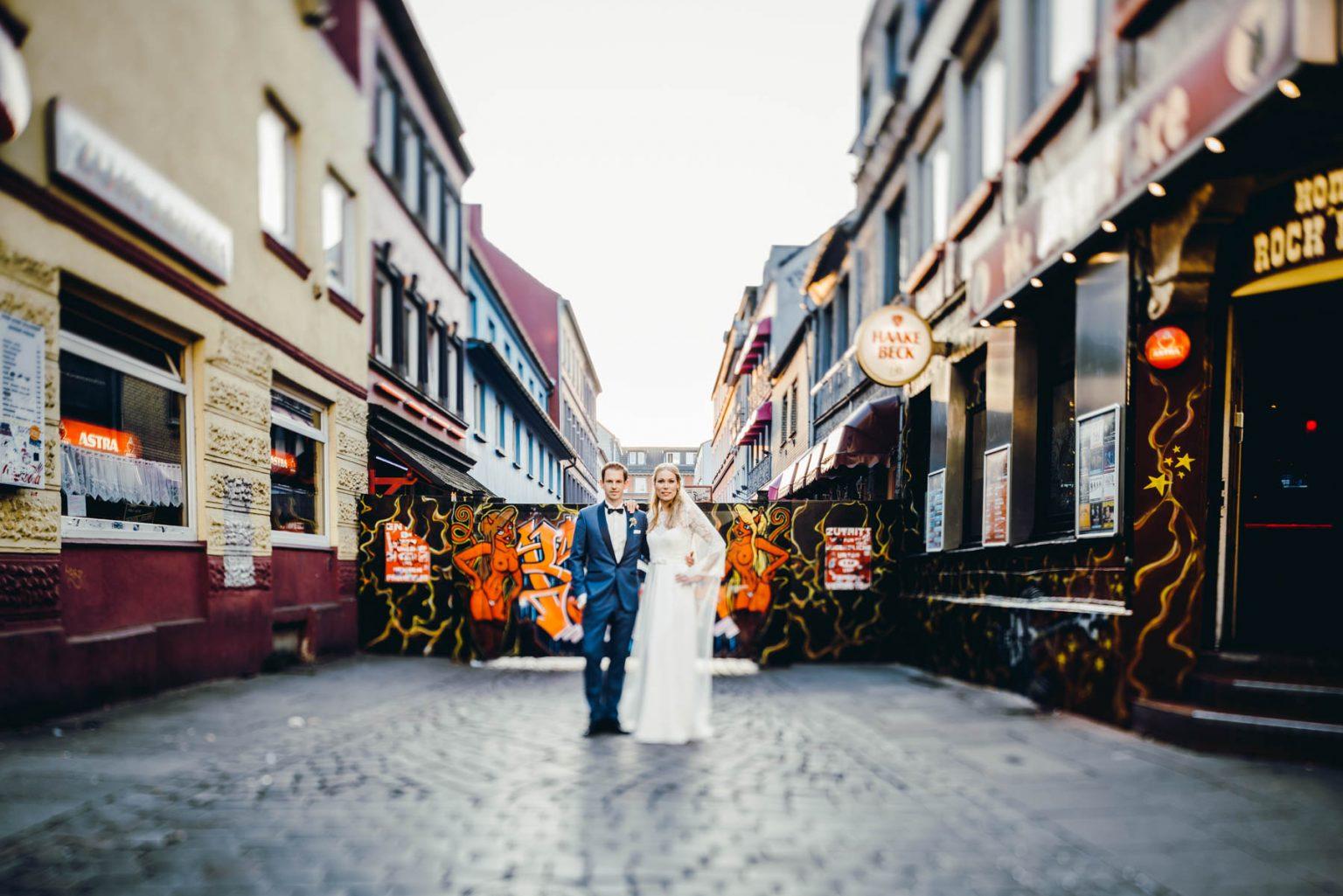 Hochzeitsportrait vor der Herbertstrasse