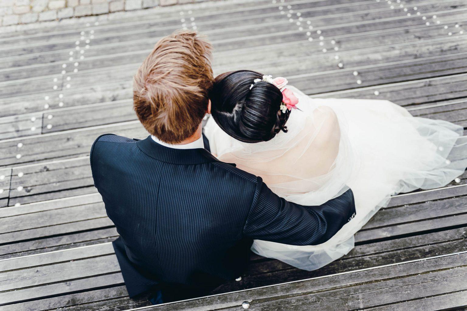 Hochzeitsportrait auf Treppe