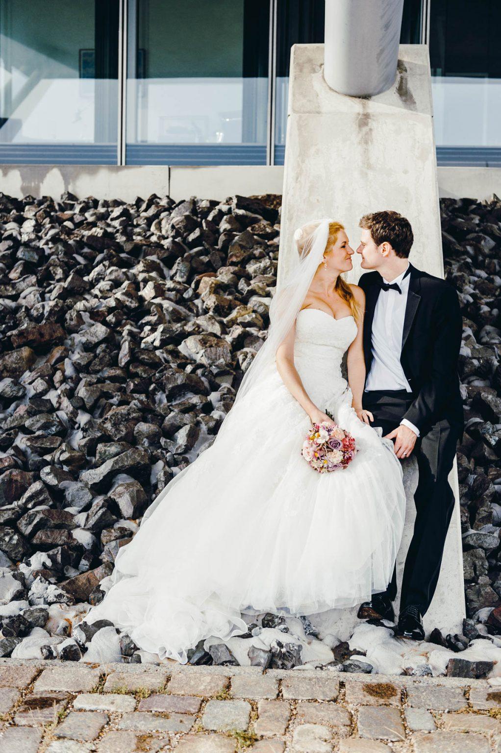 Hochzeitsportrait an der Elbe